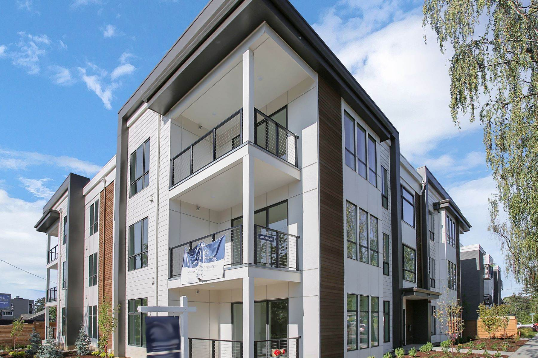 Condominiums for Sale at 425 NE BRYANT ST 301 Portland, OR 97211 425 Bryant St, 301 Portland, Oregon 97211 United States